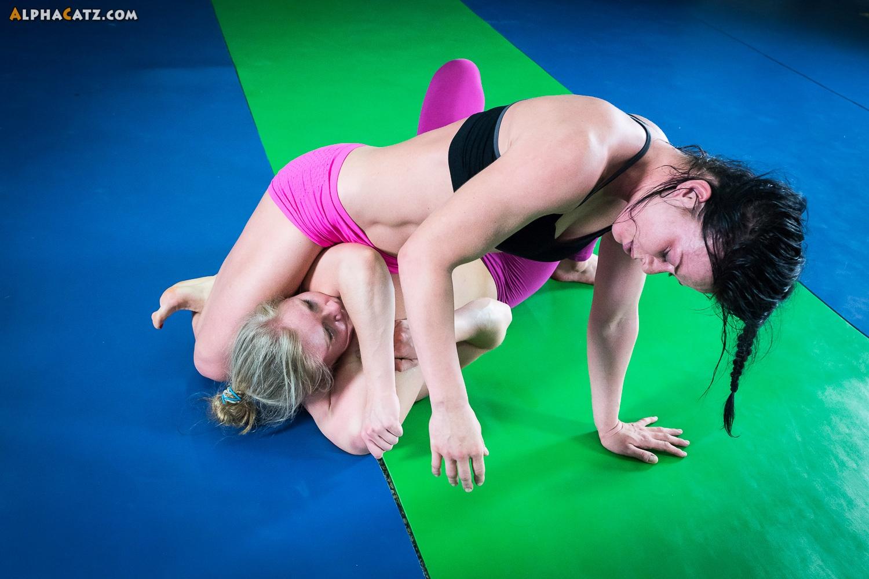 Female Wrestling Videos 24